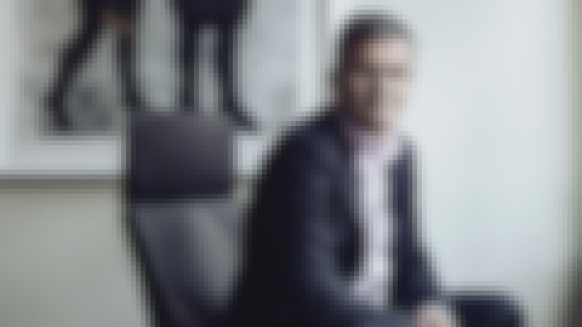 Göran sittande