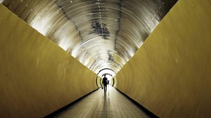 Tunnel 2400x1350
